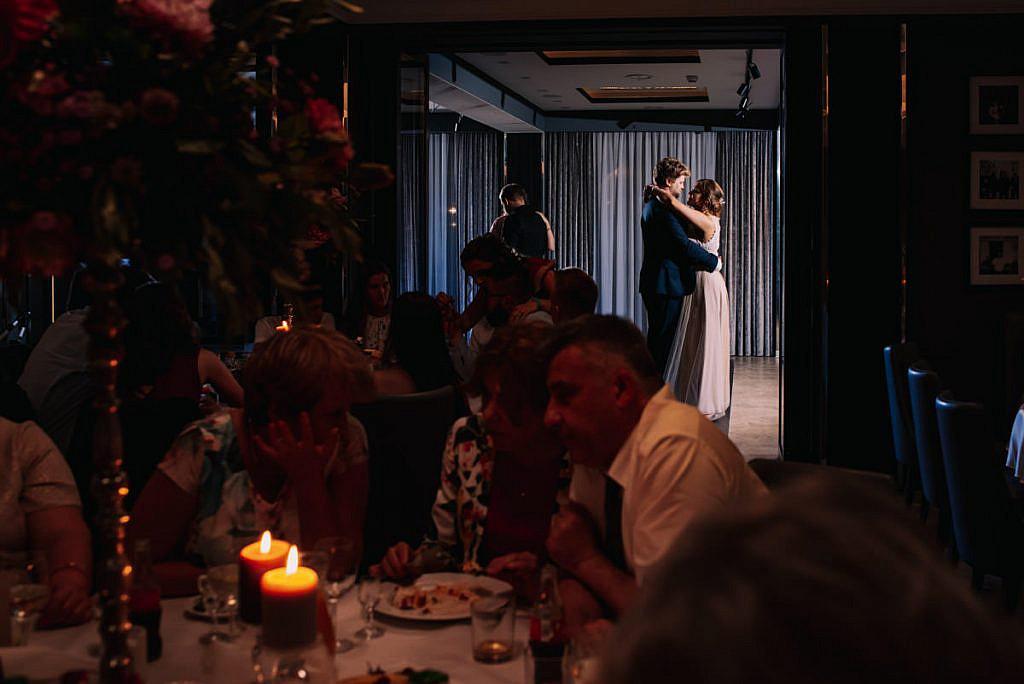 Para młoda podczas tańca - wesele w Niepołomicach